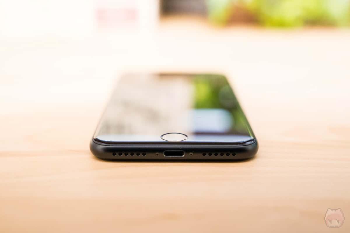iPhone SE(第2世代)下側面。