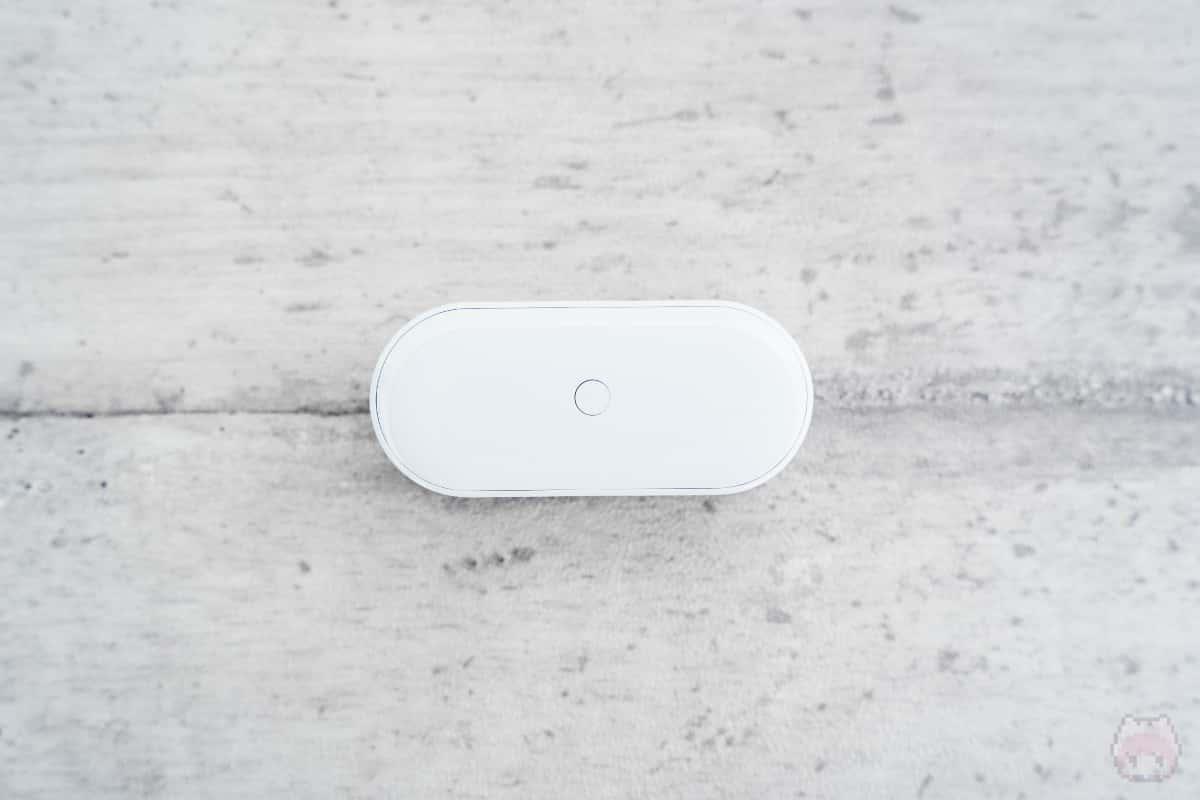 Surface Earbuds充電ケース下面。
