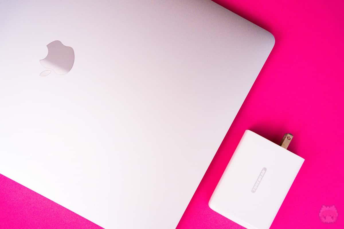 MacBook Pro 16インチを充電しても、まだちょっとゆとりアリ。
