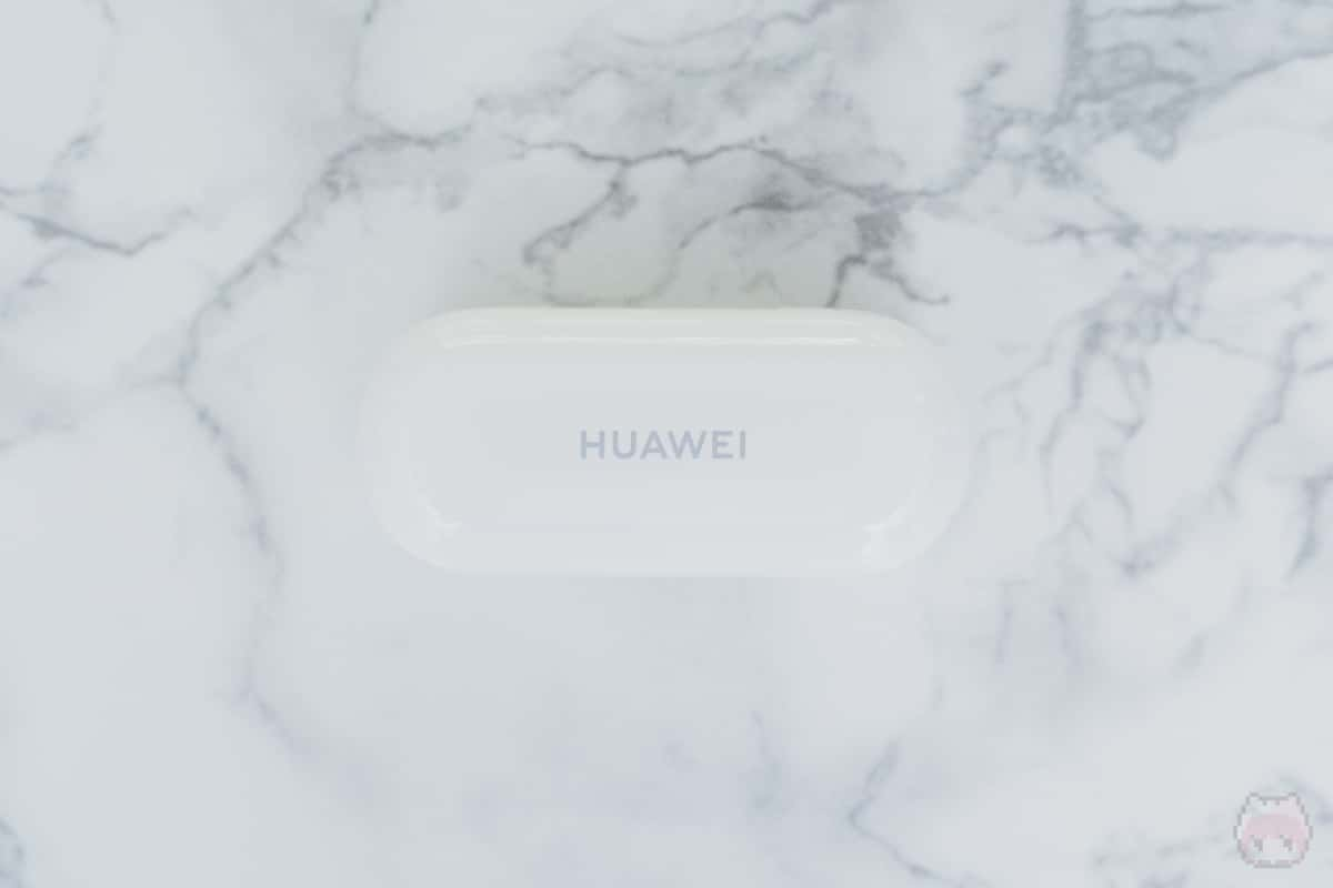 HUAWEI FreeBuds 3i充電ケース上面。