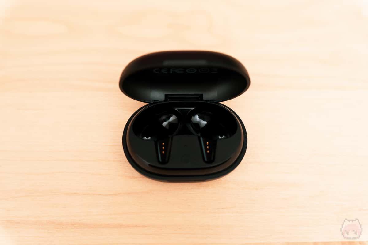 TRACK Air+ SE充電ケース内面。