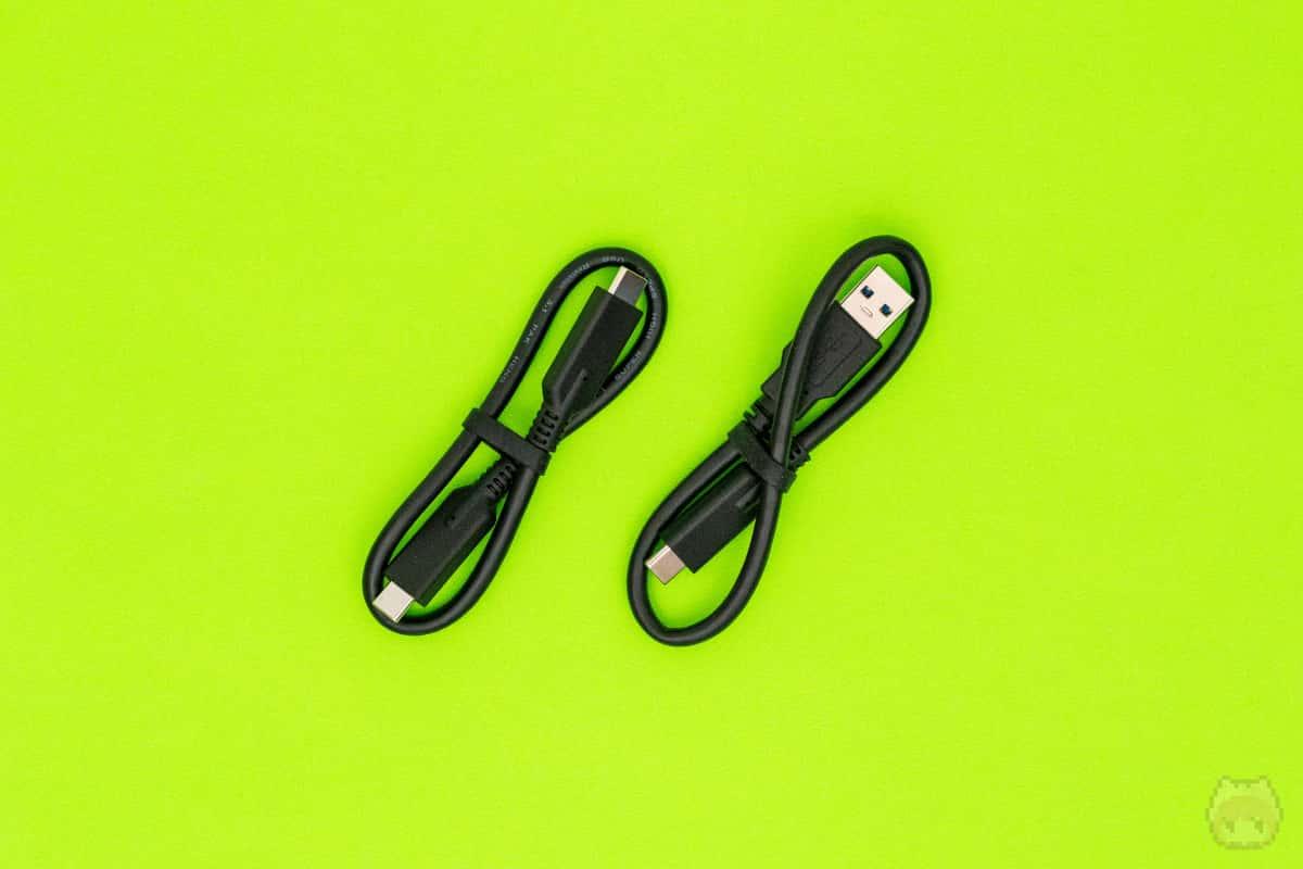 USBケーブルは2種類付属。
