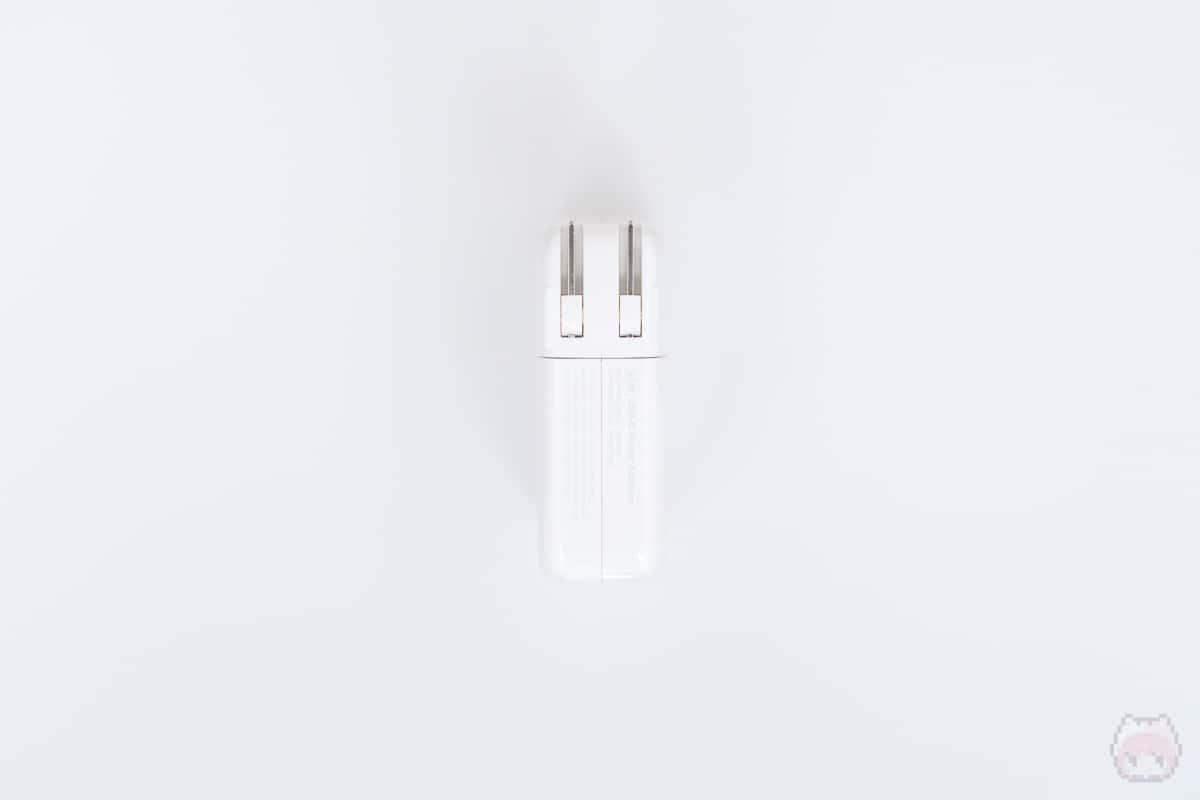 96W USB-C電源アダプタ後面。