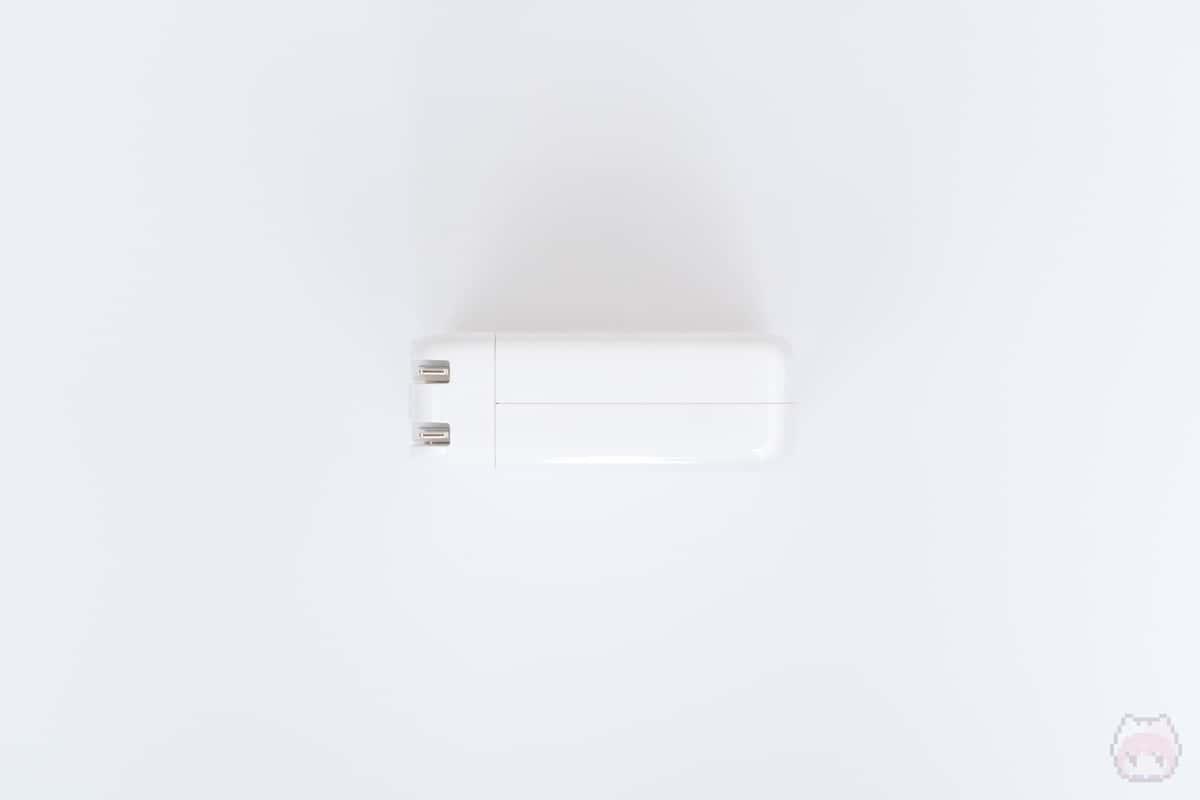 96W USB-C電源アダプタ上面。