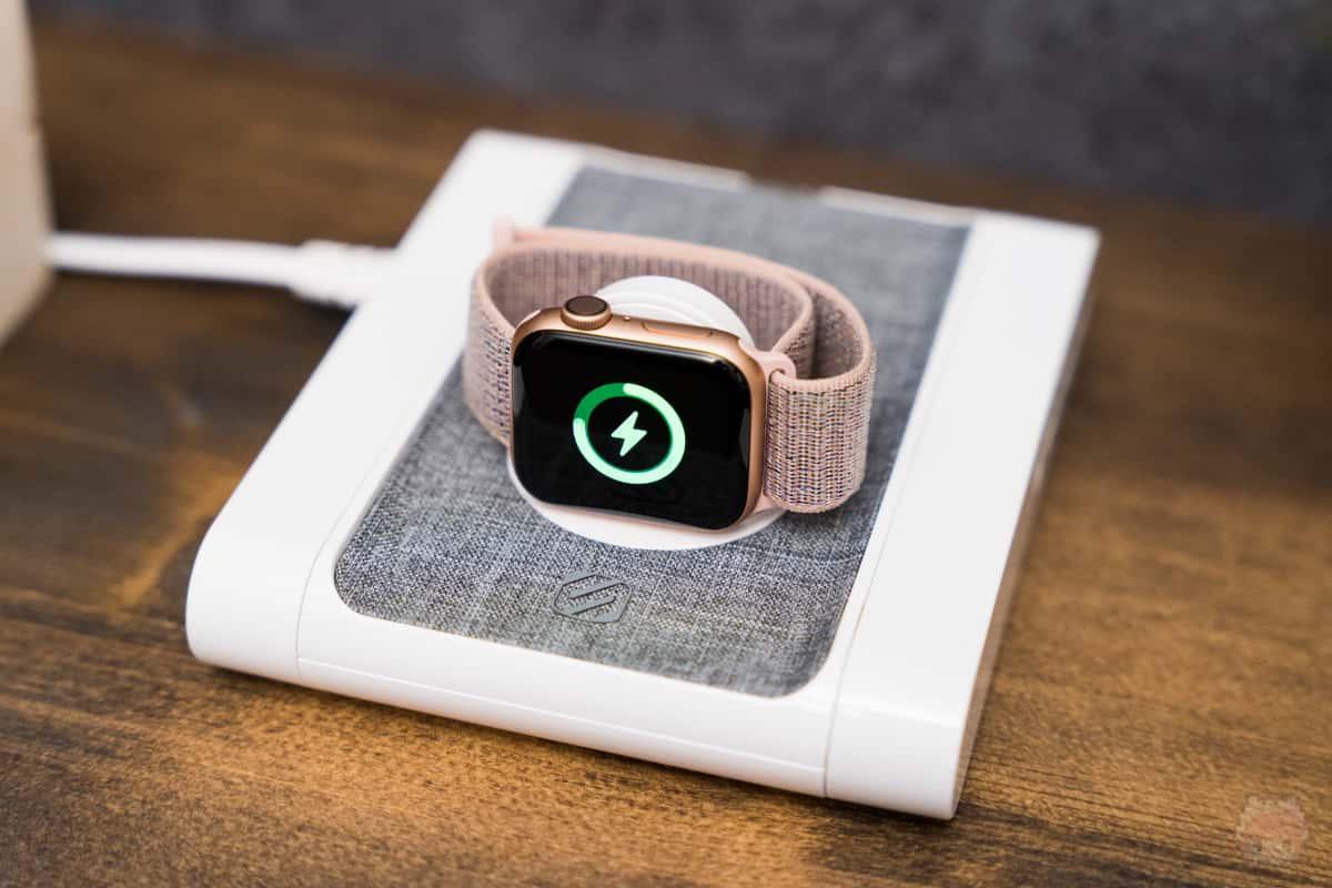 ナイトスタンドモードでApple Watchを充電可能。