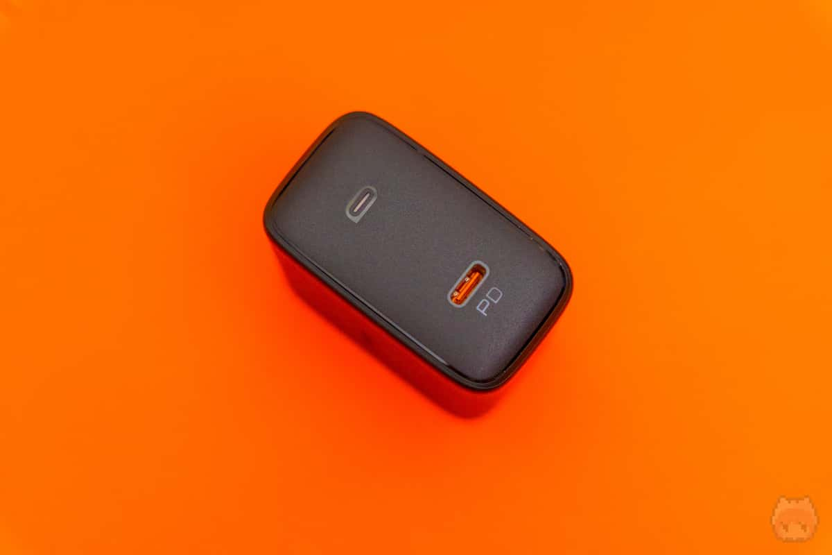 USBは1ポートのみなので、同時充電は不可。