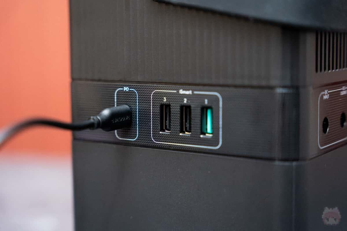 USB充電ができるポータブル電源はかなり珍しい。