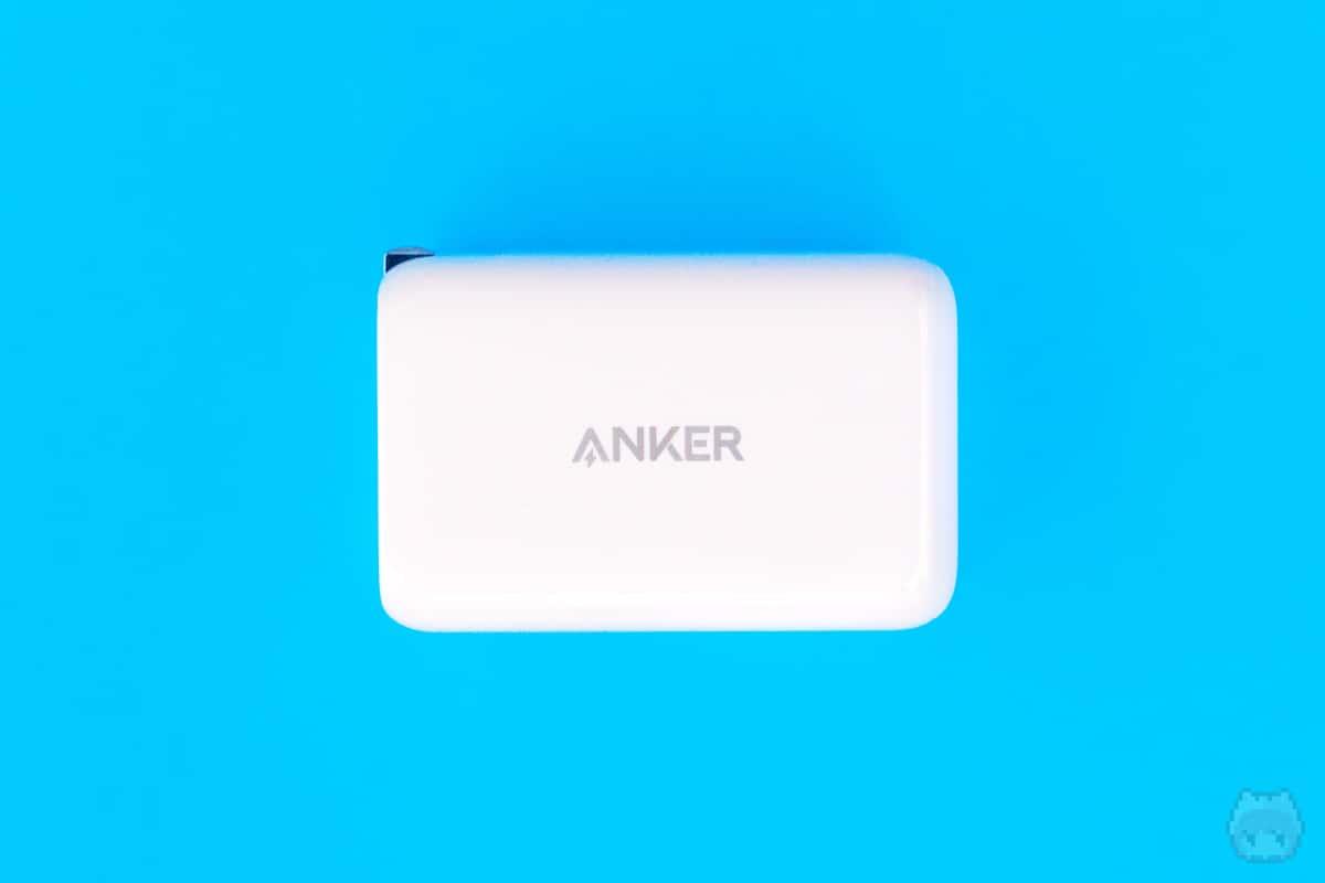 Anker PowerPort III 65W Pod左面