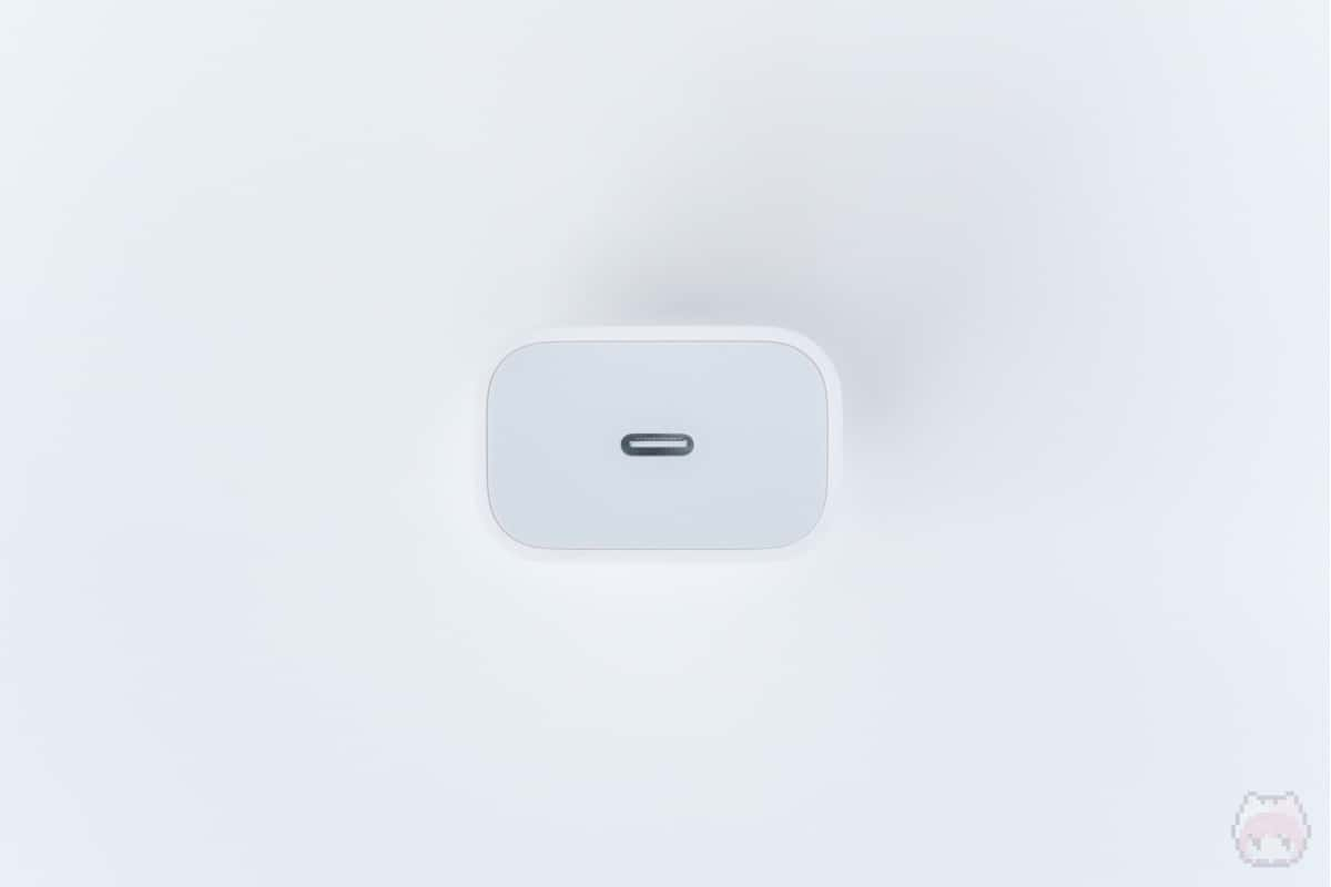 18W USB-C電源アダプタ前面