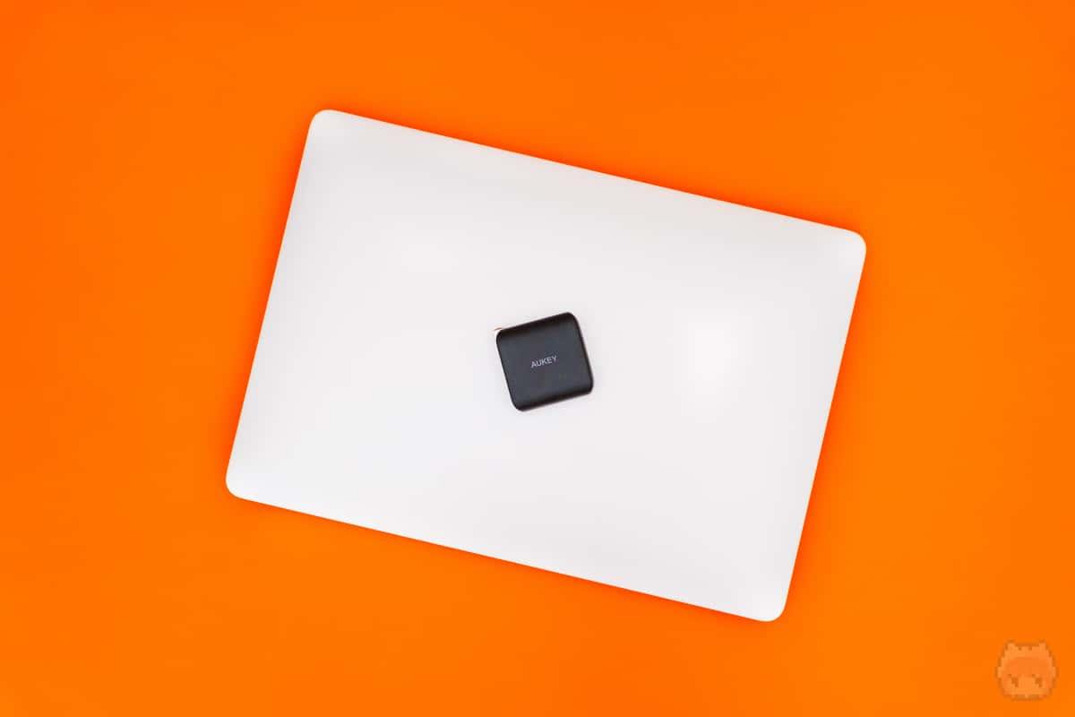 ベタな使い方だけど、やっぱりノートパソコン専用充電器として使うが吉。
