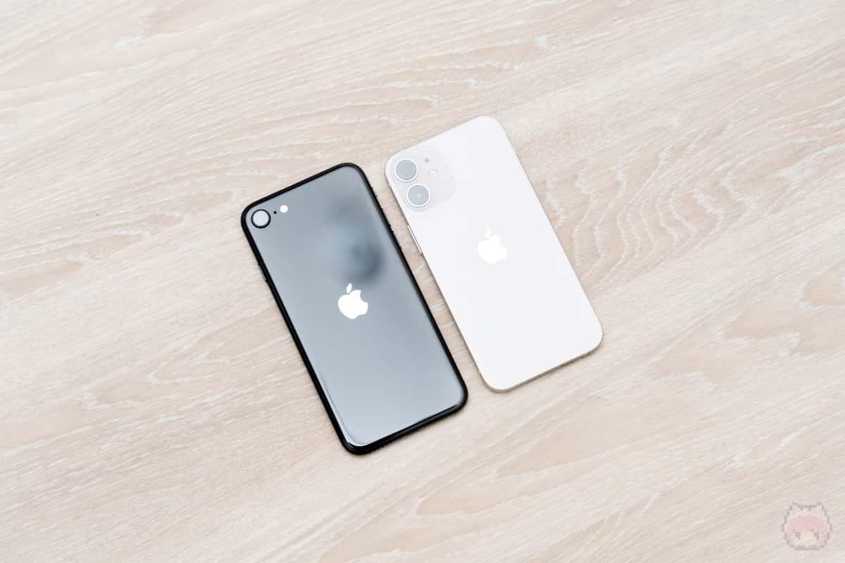 iPhone 12 miniのほうが手に馴染む気がする。