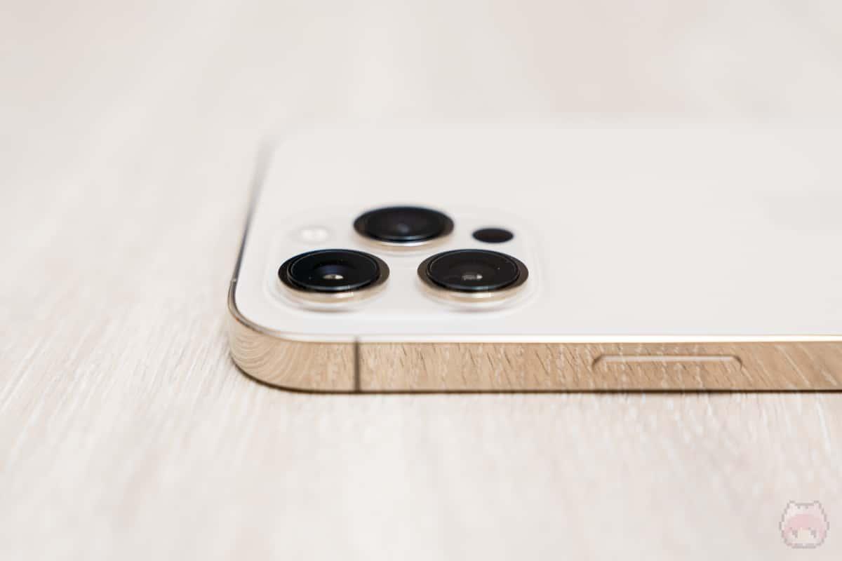 悩ましき、iPhone 12 Pro Maxのリアカメラの出っ張りよ。