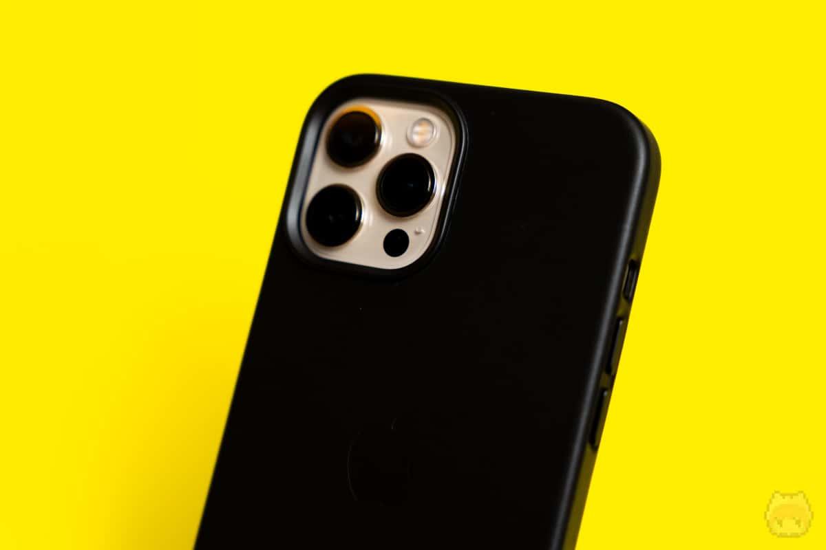 MagSafe対応iPhoneレザーウォレットで嵩上げするのがいいかも。