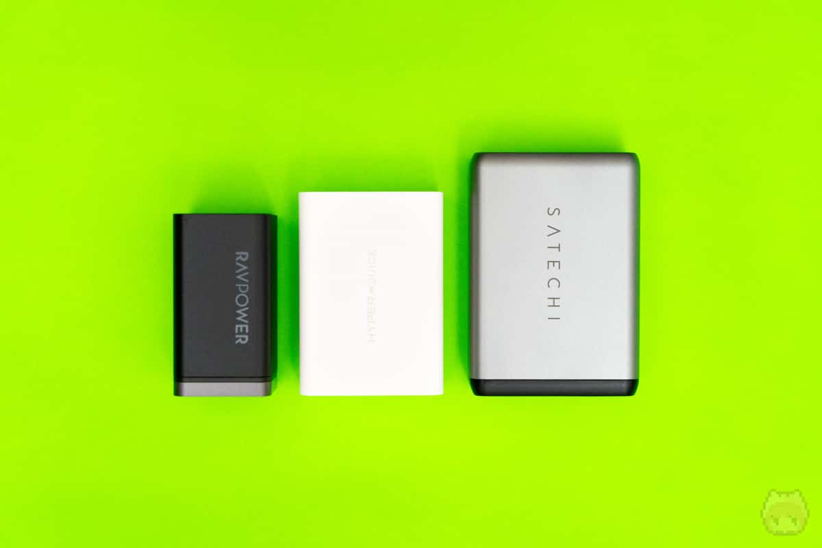 同タイプのUSB PD充電器と比べても、かなり小さいサイズ感。