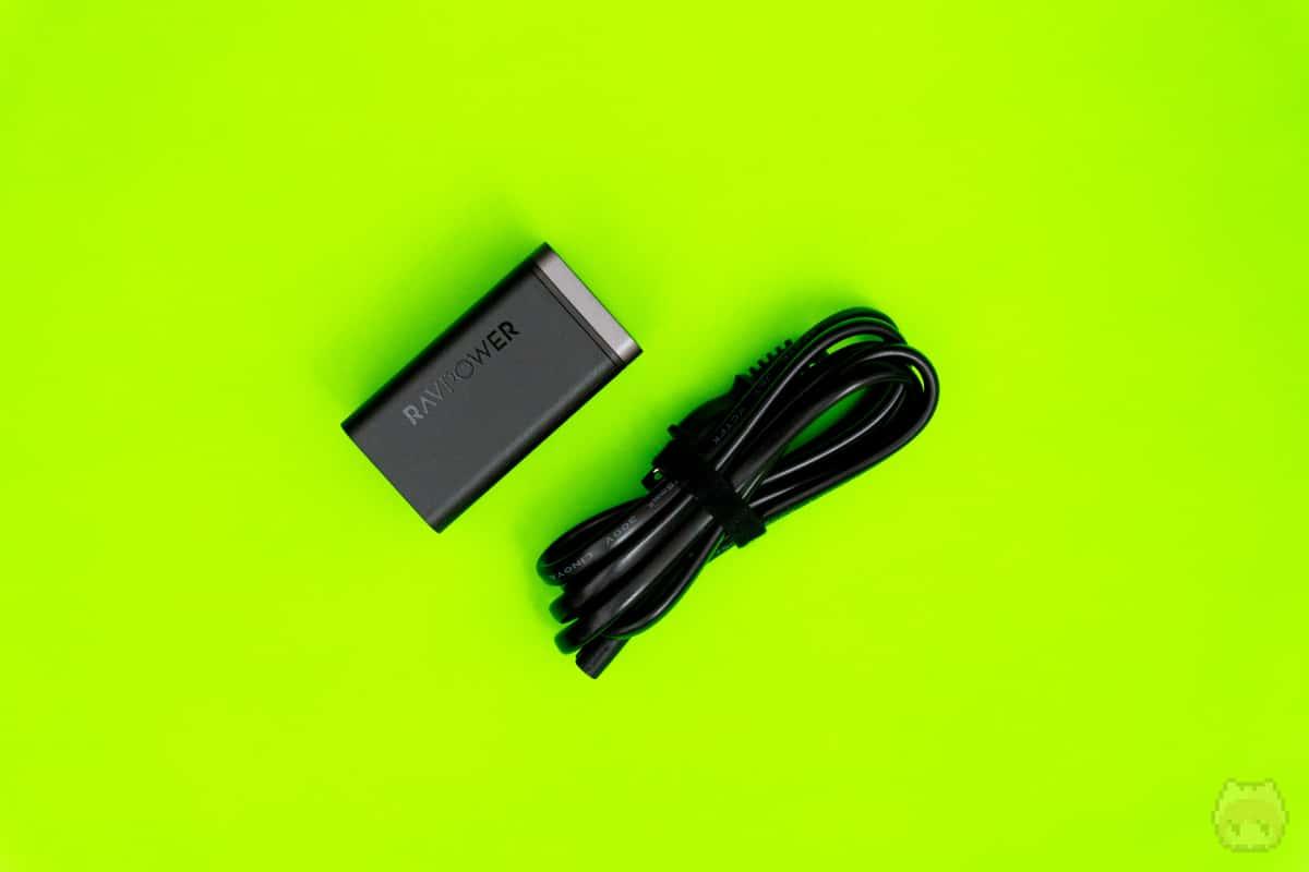 RP-PC136はコンセント直挿しではなく、ACケーブルタイプ。