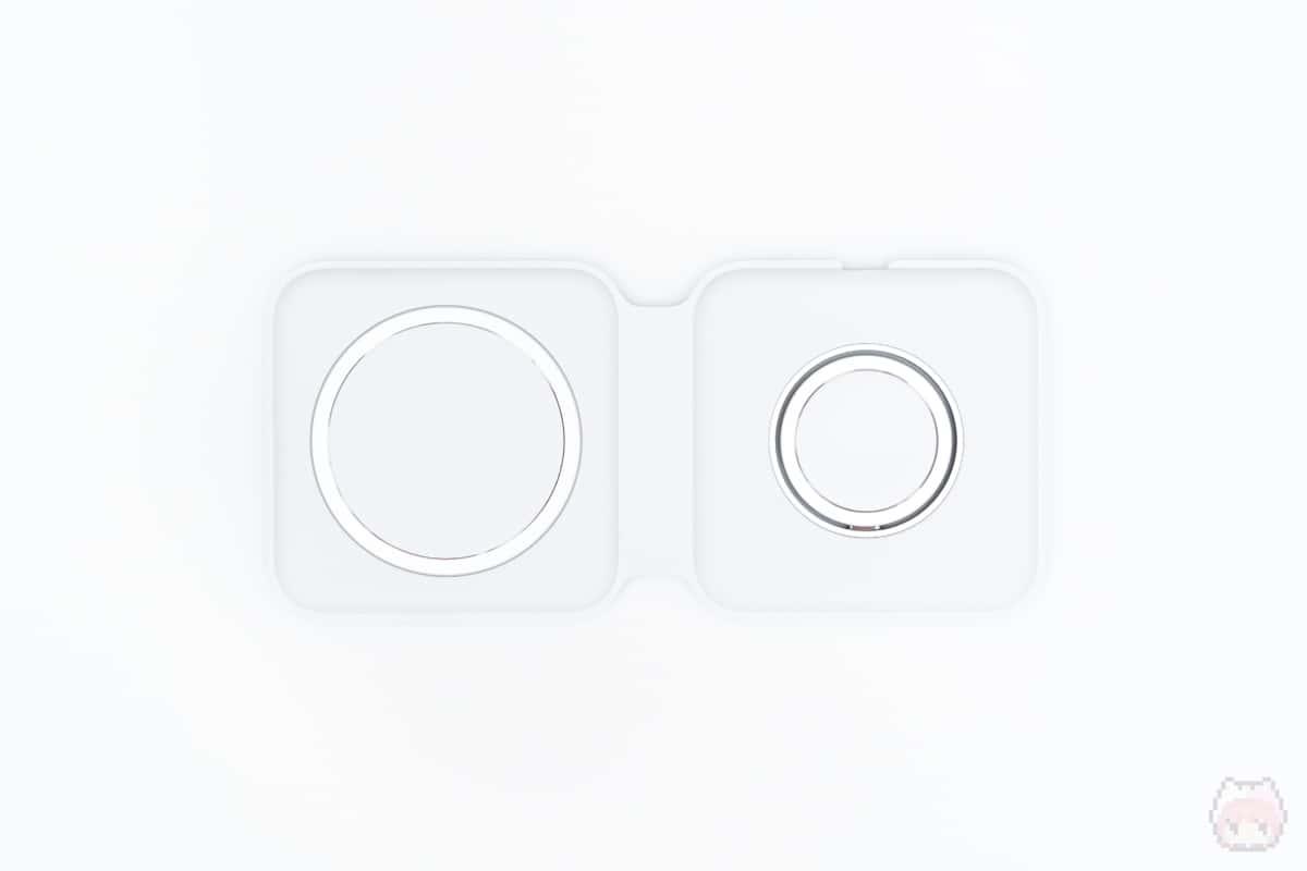 MagSafeデュアル充電パッド(上面・開いた状態)