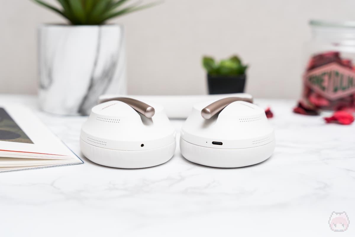 Bose Noise Cancelling Headphones 700(下面)