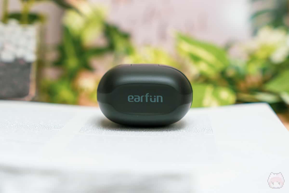 EarFun Air(充電ケース上面)