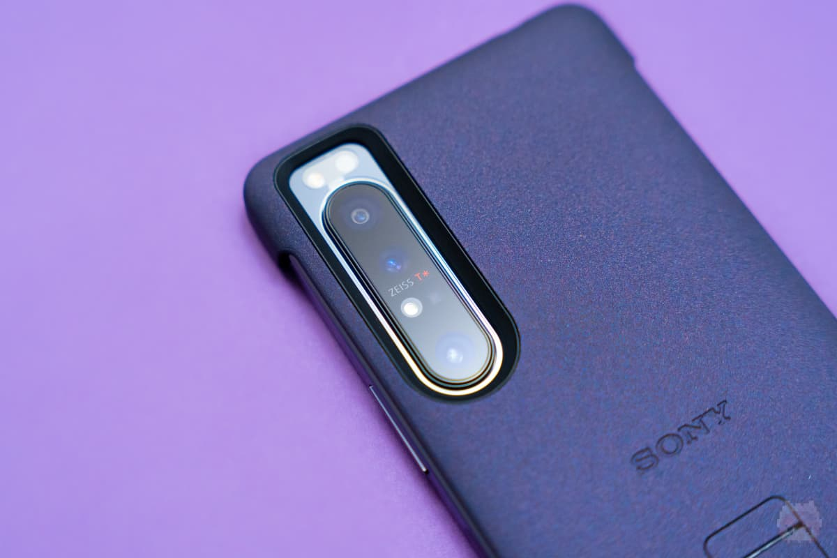 Xperia 1 II Style Cover with Stand